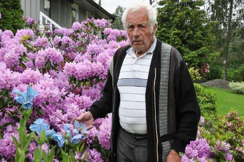 SPREK: Ole Baardseth (84) har brukt hver sommer i hagen siden 1989. - Det er mye jobb, sier pensjonisten.