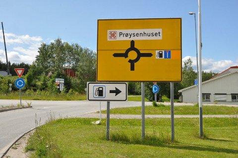 SKILT: Prøysenhuset har fått innvilget severdighetsskilt langs E6.