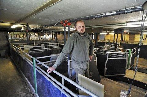 Avhengig av reserver: Grisebonde Harald Gropen er en av flere bønder som får trøbbel når strømmen går. Bildet er tatt ved en tidligere anledning.