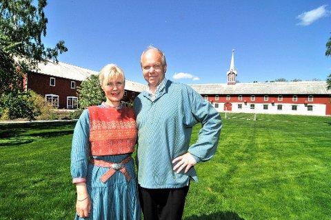 KOMPENSASJON: Vigdis og Per Eilif Sandberg på Hoel Gård har fått kompensasjon som en del av regjeringens krisepakke.