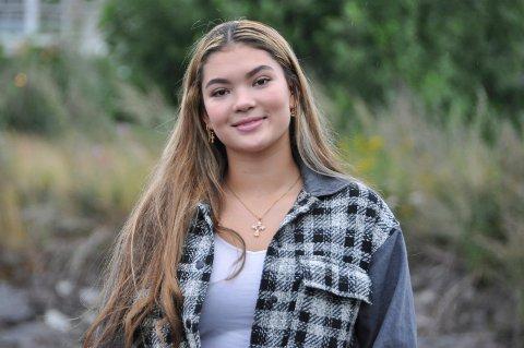Mariah Lam Spikkerud (16) er på vei tilbake på håndballbanen etter korsbåndskade. Hun har høye ambisjoner.