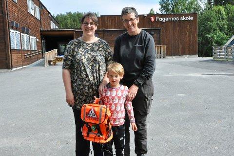Birka Schmidt-Bäumler og Inger Christine Groseth er spente og gleder seg til å sende deres sønn Emil Birkason Groseth i førsteklasse på Fagernes skole i Næroset. De er imidlertid redde for at barneskolen kan bli nedlagt i løpet av skoleåret.