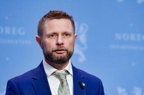 Helse- og omsorgsminister Bent Høie på tirsdagens pressekonferanse om vaksinestrategi.