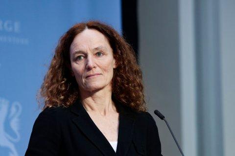 Direktør i Folkehelseinstituttet, Camilla Stoltenberg på pressekonferansen om vaksinestrategi tirsdag.