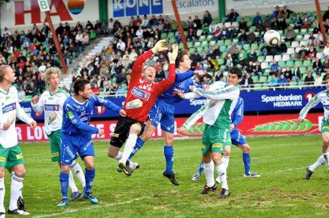 Lokaloppgjør: Det er lenge siden Brumunddal møtte HamKam i serien. Dette bildet er fra 2010 og da scoret Aleksander Melgalvis for Brumunddal. Nå møtes de to lagene i cupen og Melgalvis returnerer nå til Sveum for storebror HamKam.