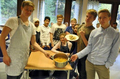 Tobias, Naysha, Dennis, Bilam, Sigurd, Sabrina, Tuva, Didrik, Brede og Henrik har laget regnskogmat.