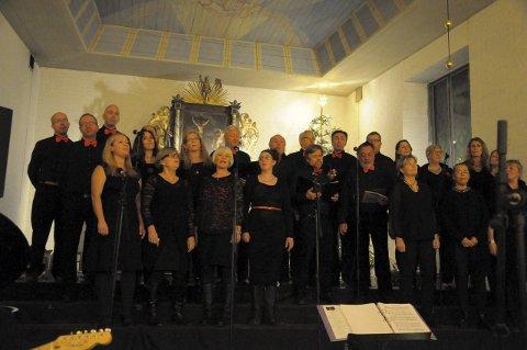 Apropos i Desembernatt i Hole kirke i fjor. Koret dirigeres av Andrè Storeng.