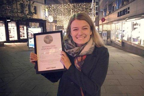 Kristine Banggren kunne smile godt etter at hun fikk tildelt Petter Dass-stipendet i går kveld.