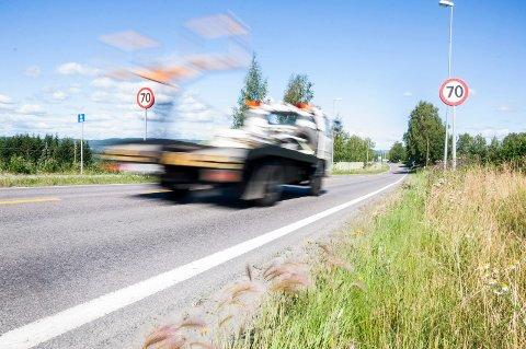 Samferdselsminister Ketil Solvik-Olsen blir motivert av færre dødsulykker. Illustrasjonsbilde fra E16.