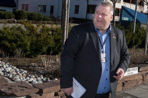 Bård Hoksrud (Frp) ønsket å oppleve eldreomsorgen i Ringerike, men fikk nei. Nå stusser han over at Ap-leder Jonas Gahr Støre kort tid etter fikk ja på samme spørsmål.