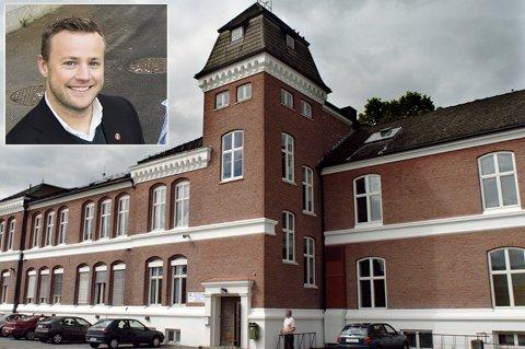 Lavrans Kierulf (Frp) håper elevene ved Ringerike videregående skole kan velge bort nynorsk fra neste skoleår.