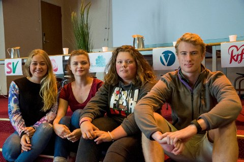Rikke Danielsen, Anna Keyn, Josefine Frøyshov Dons Jenssen og Njål Brocker Næss var ikke imponert over prestasjonene til en del av politikerne i valgdebatten på Tyrifjord videregående skole.