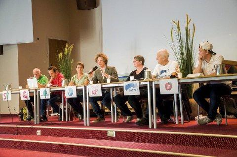 Her er debattantene: Fred Harald Nilssen, Marius Jenssen, Kristin Færden Bjella, Anders Lorentsen Hurum, Hege Irene Fossum, Jan Egil Lyng og Fredrik Selte Johansen.