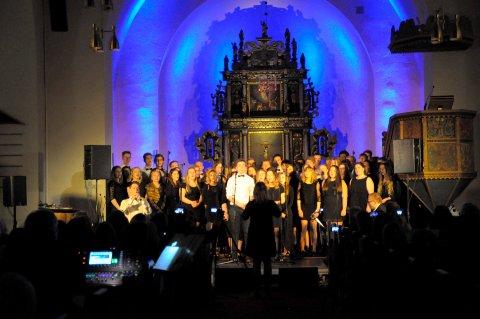 Musikklinjas kor blir å se igjen under samarbeidskonserten mellom musikklinja og Ringerike folkehøgskole. Her fra musikklinjas julekonsert.