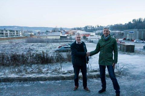 Morten Pettersen og Tronrud Holding har nylig kjøpt eiendommen i bakgrunnen fra Robin Junge. Dermed eier selskapet hele området ned til meieritomta.