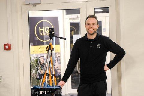 Klar for action: Medeier og daglig leder ved HQ treningssenter, Tom-Erik Lukkedal gjorde seg klar til å filme.