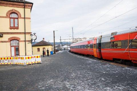 Ved Hønefoss stasjon skal det bli 350 meter ny plattform, fire spor og antakelig ubetjent stasjon.