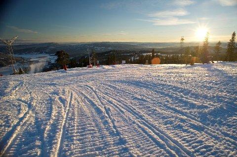 I Krødsherad kommunes scenario kan du komme til dette skianlegget på Norefjell med førerløs skyttelbuss fra Sokna, der du går av toget.