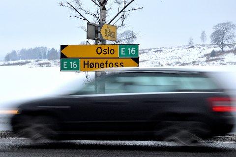 INGEN DREPT I FJOR: I 2020 var det ingen dødsofre i trafikken på E16 gjennom vårt distrikt.