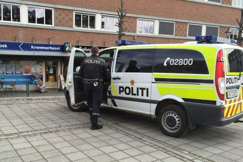 Politiet kom raskt til Kremmerhuset da ransalarmen gikk mandag.
