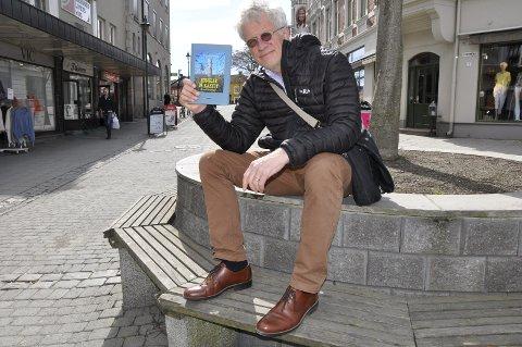 Forfatteren Brynjulf Bjørklid har forlatt Krokskogen for å promotere sin nye bok: «Kongler på kastet- Et år på Krokskogen».