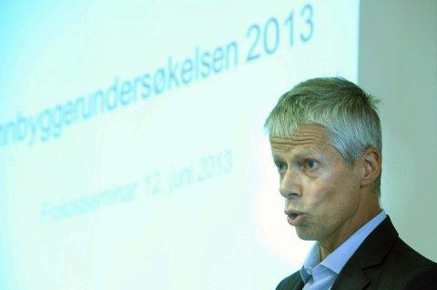 Skattedirektør Hans Christian Holte går inn for å legge ned halvparten av Skatteetatens kontorer.