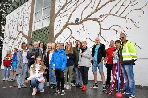 Spennende oppdrag i samarbeid mellom formingslinja på Hønefoss Vidergående og Veien skole.