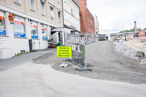 Fossveien er stengt for trafikk, men kan bli åpnet igjen i august.