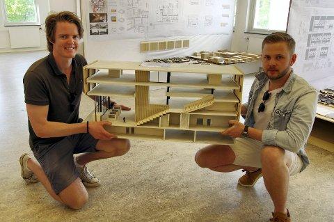 – Mennesker bør overta plassen der bilene står, mener hønefossingen Christoffer Hagen. For sammen med medstudent Bendik Jarmund Molnes er han nå ferdig utdannet arkitekt.