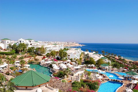 SHARM EL-SHEIKH: Mye sol og lave priser gjorde Sharm el-Sheikh til et populært reisemål for nordmenn. Nå anbefaler Utenriksdepartementet turistene å holde seg unna inntil videre.