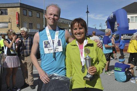 Kjempeløp: Merete Finjarn fra Hole gikk inn i løperbanken, da hennes mnn ble syk. Dermed dukket Øystein Sandvik opp og sammen vant de Parmaraton mix suverent.