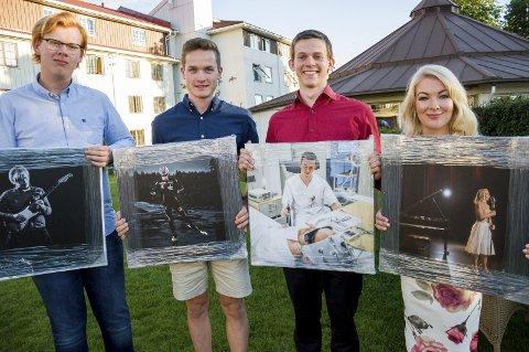 GLADE MOTTAKERE: Thorleif Bratvold, Eirik Sverdrup Augdal, Johannes Orvin Hansen og Monica Sik Holm fikk talentstipend, samt hvert sitt portrettfoto tatt av fotograf BT Stokke.