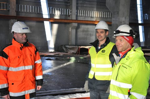 Spente: Daglig leder Lars Petter Lund i Spenncon Rail kan snart flytte inn i nye produksjonslokaler signert prosjektledere Knut Magne Mork og Rollef Johansen.