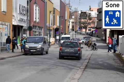 Gågata i Norderhovsgata har vært omstridt blant Hønefoss befolkning. Trolig blir gågatas skjebne avgjort i juni.