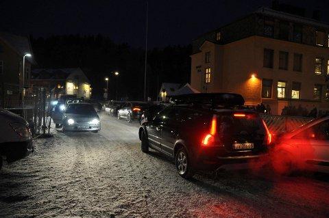 Trafikkert: Rett før skolestart er det trangt om plassen utenfor Hønefoss skole.