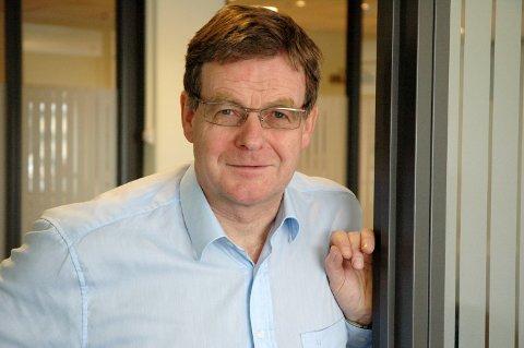 NÅR IKKE FRAM: Banksjef Martin Molandsveen har vanskeligheter med å nå fram til potensielle søkere.