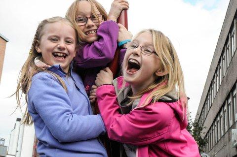 «Team Supergirls»: Fra venstre: Tuva Grini (7,5), Aurora (8) og Emilie (8) Naper Kleven fra Hallingby har kommet et steg nærmere drømmen om å delta i NRK Super-serien «Labyrint».