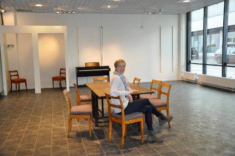 Kulturleder Marja Lyngra Høgås i pop-up kulturetaten i Sentrumskvartalet