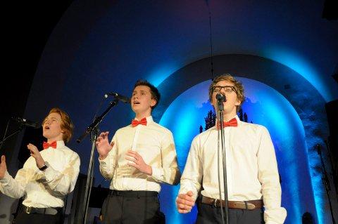 Thomas, Daniel og Marius sang Nella Fantasia.