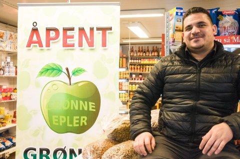 «Grønne Epler»: Lørdag åpner Mohamad Arnous frukt- og grønnsakbutikk i Hønengata 71.