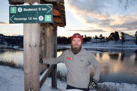 INFOSKILT: Styreleder i DNT Ringerike, Tom-Erik Bakkely Aasheim, vil få satt opp informasjonsskilt blant annet på Glatved brygge.