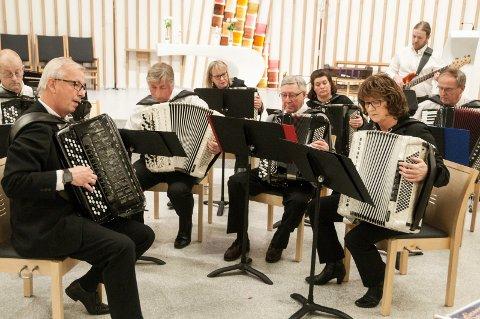 TREKKSPILL: Her fra en ensemblekonsert med HUK og Ringerike trekkspillklubb.