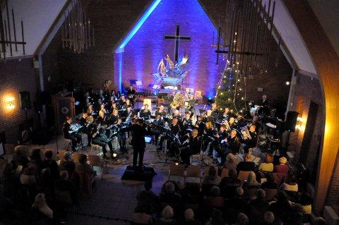 Ringerike janitsjar med Joy to the world i Ullerål kirke.