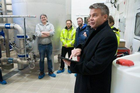 Trykk: Med et enkelt trykk på skjermen «åpnet» varaordfører Dag E. Henaug Soknas nye vannverk.