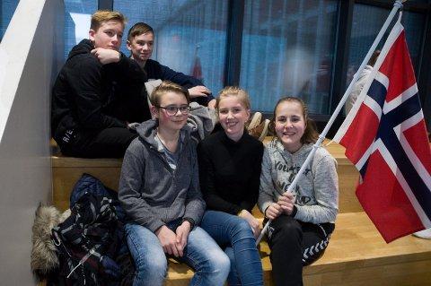 NM likevel: Det ble ingen tur til ski-NM for Christen Torp, Andreas Hellerud, Tobias Berg, Frida Solberg og Åse Maren Hval på Jevnaker skole. Åttendeklassingene får se NM på storskjerm i skoletiden, men det er ikke helt det samme, sier de.