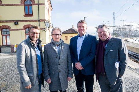 Jostein Rensel (KrF), Helge Stiksrud (V), Dag E. Henaug (H) og Morten Wold (Frp) er litt skuffet over utsettelse av Ringeriksbanen.