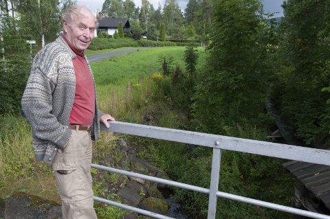 Bekymret: – Løvskogen har tatt helt overhånd, sier Frank Olav Kristensen. Foto: Per-Erik Berge