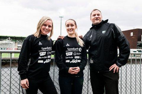 Nysignering: Spillende trener Silje Nyhagen sammen med nysignerte Julie Solberg og trener Jan Gundro Thorstensen.