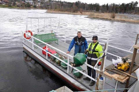 Tyra-kapteinene Harald Gårdvik og Ragnar Braata bruker denne flåta som arbeidsbåt. I natt ble den utsatt for innbrudd.