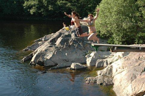 Hører med: Bading er en selvfølgelig og deilig aktivitet i den varme årstid.